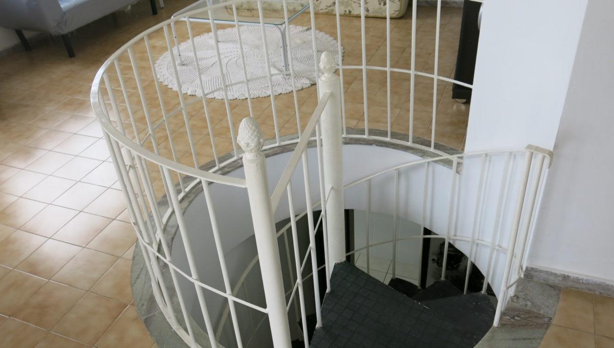 escada cobertura