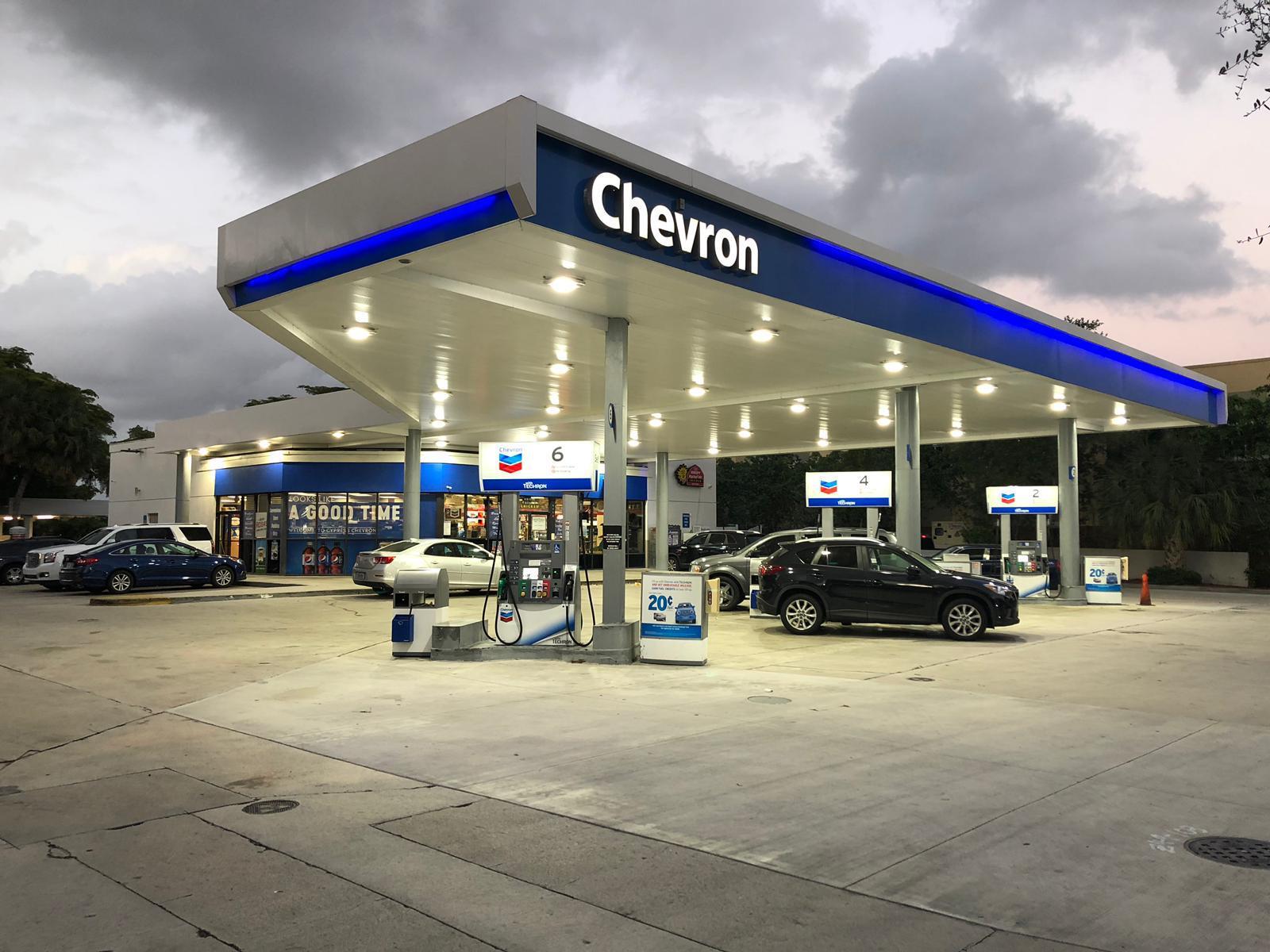 Posto de Gasolina com Loja de Conveniência