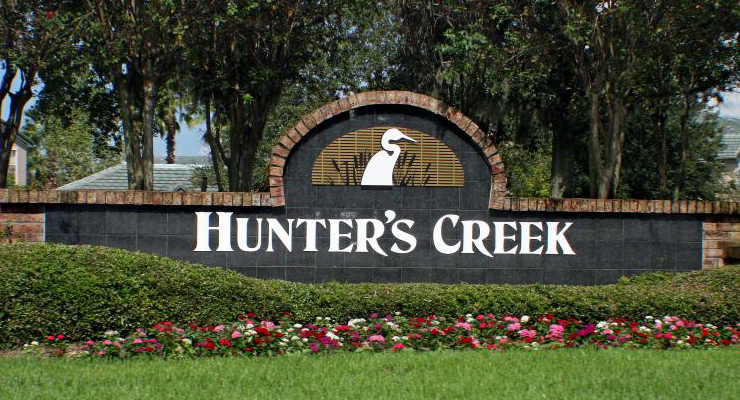 Placa escrita Hunter's Creek